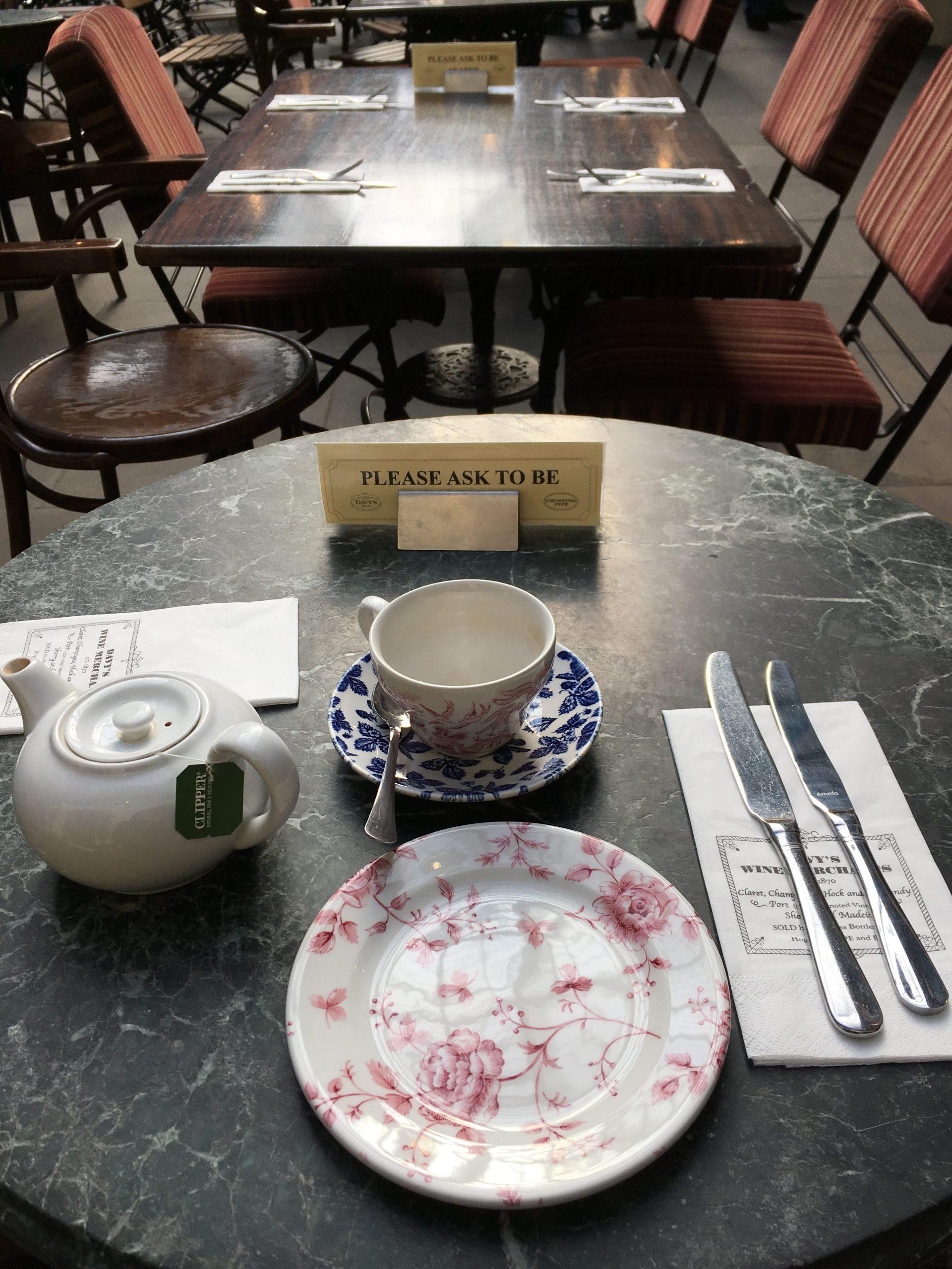 CrustingPipe_AfternoonTea_Table_London_TeaVoyages