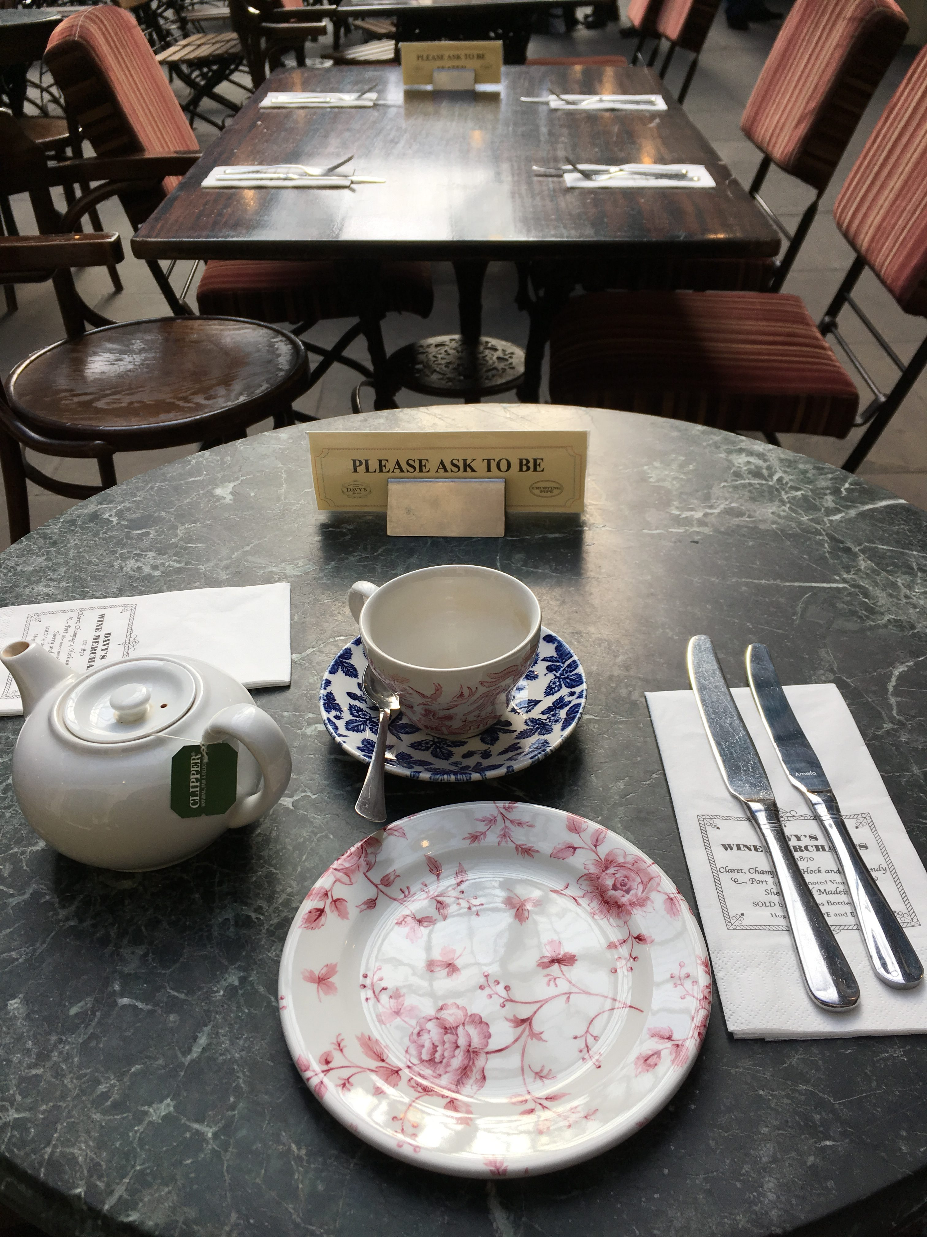 CrustingPipe_AfternoonTea_Table_London_TeaVoyages
