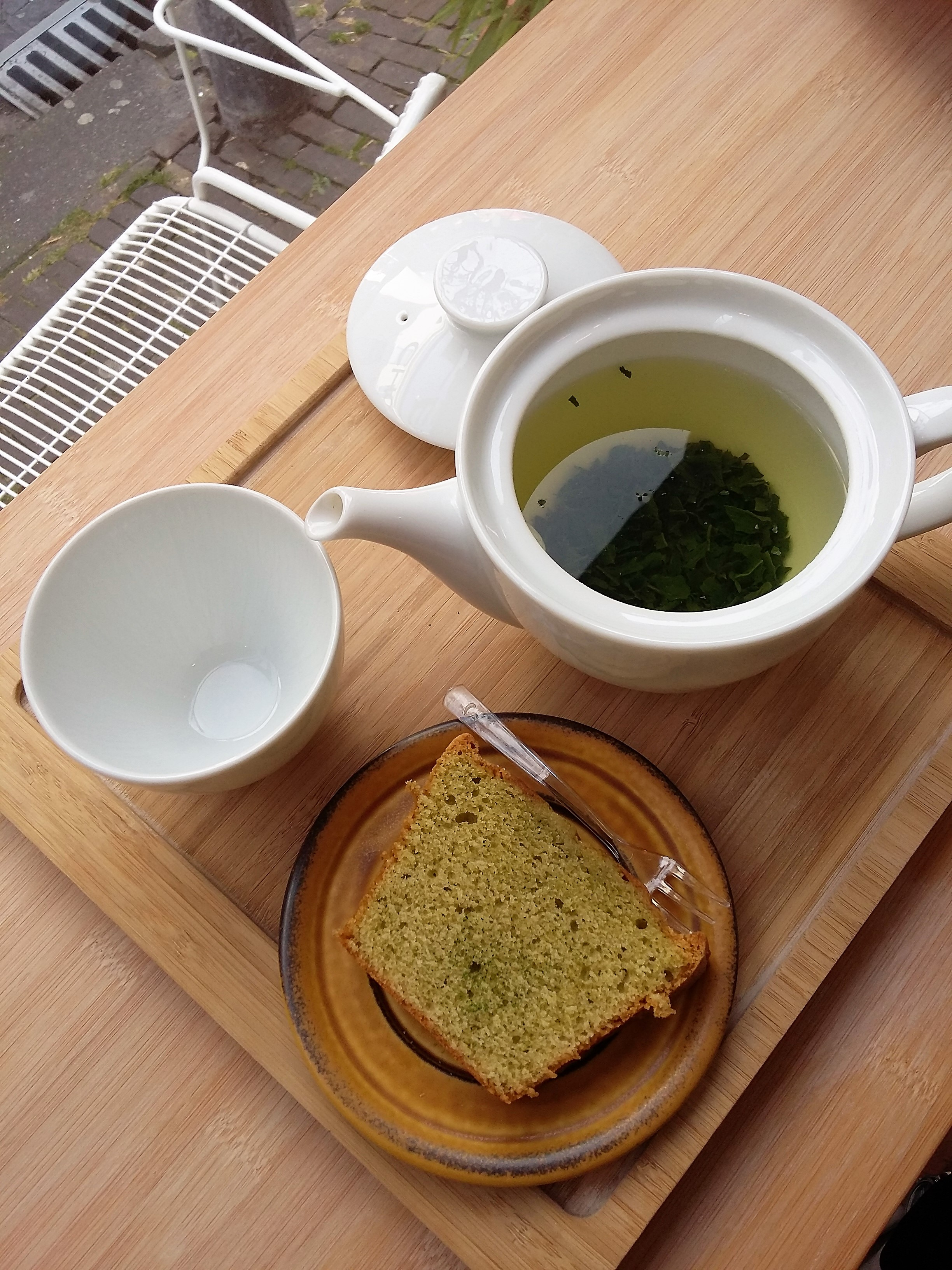 Hug-the-Tea_The_Hague_TeaVoyages_Matcha_Cake