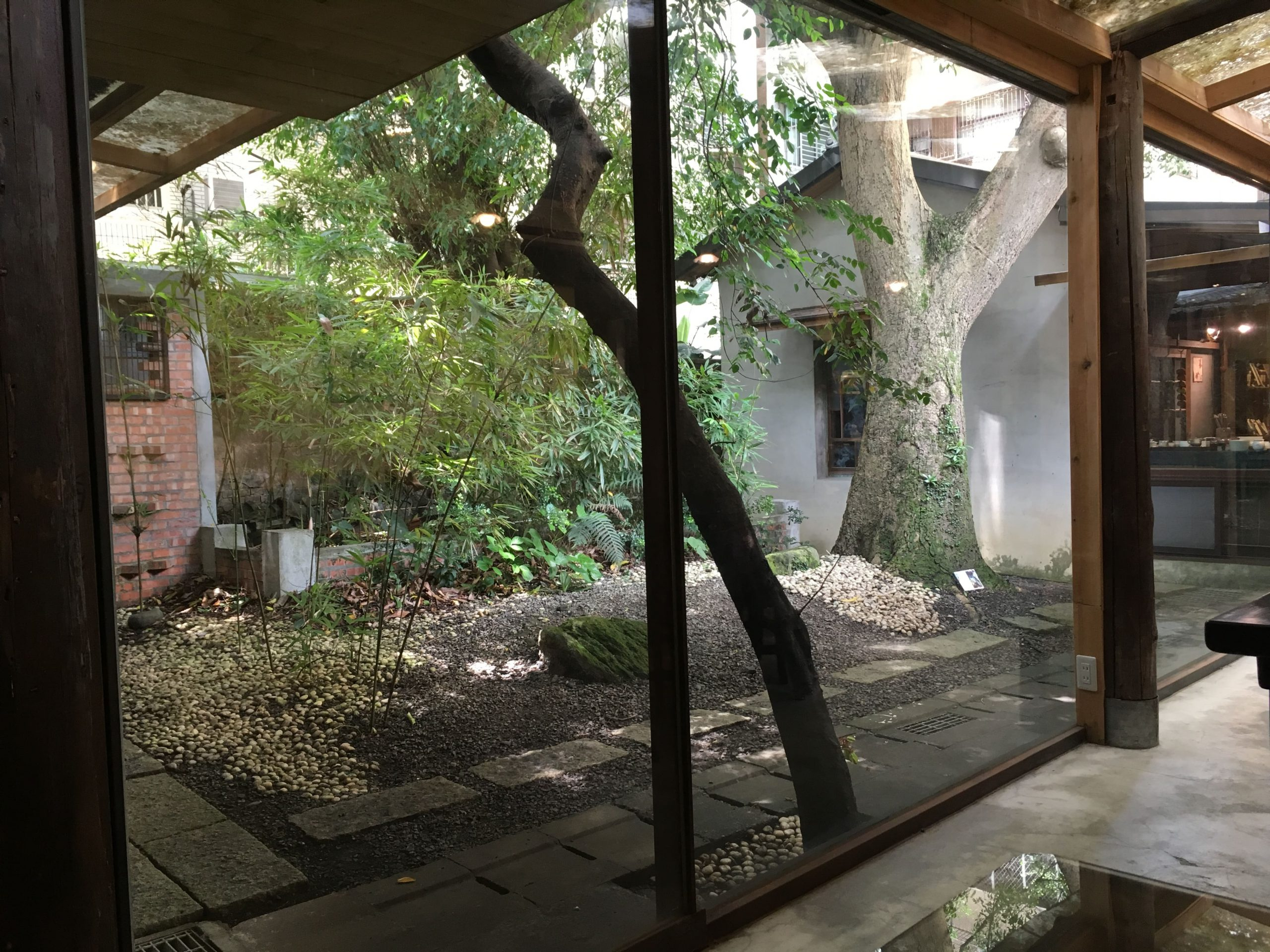 Qingtian_TeaHouse_Jardin_Interieur_TeaVoyages