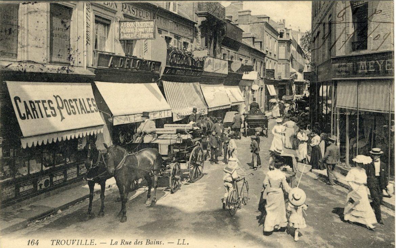 Trouville_sur_Mer_rue_des_Bains_Geneanet