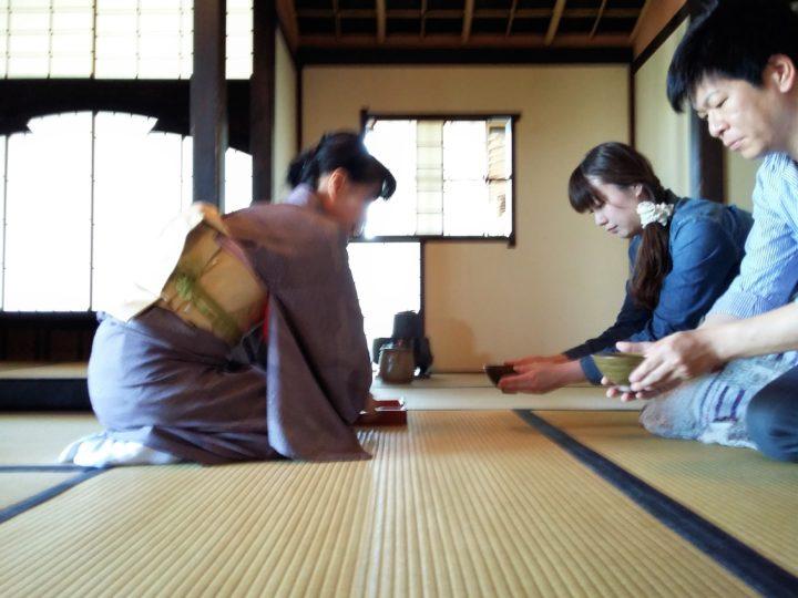 Du Maroc au Japon, la cérémonie du thé selon Richard Collasse